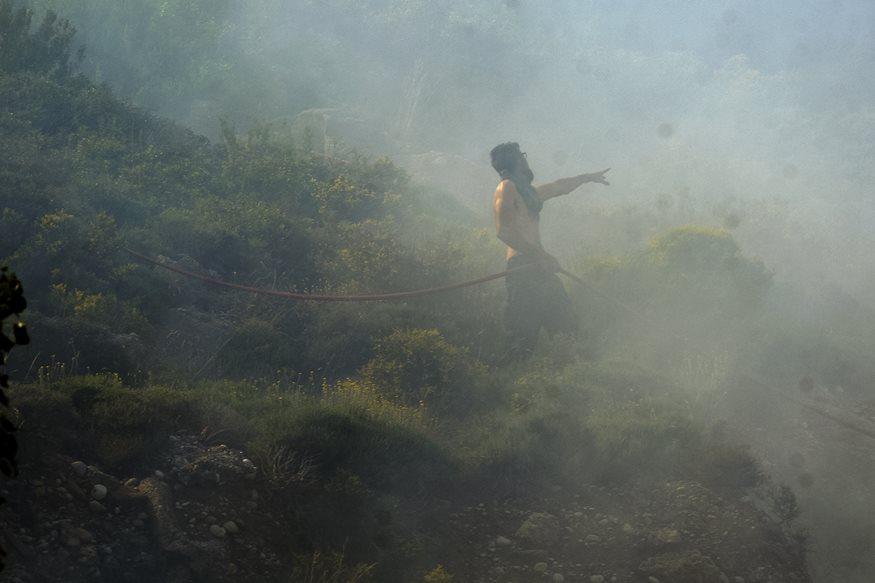 Φωτιά στα Μέγαρα: Ισχυρές δυνάμεις της Πυροσβεστικής έχουν σπεύσει στην περιοχή