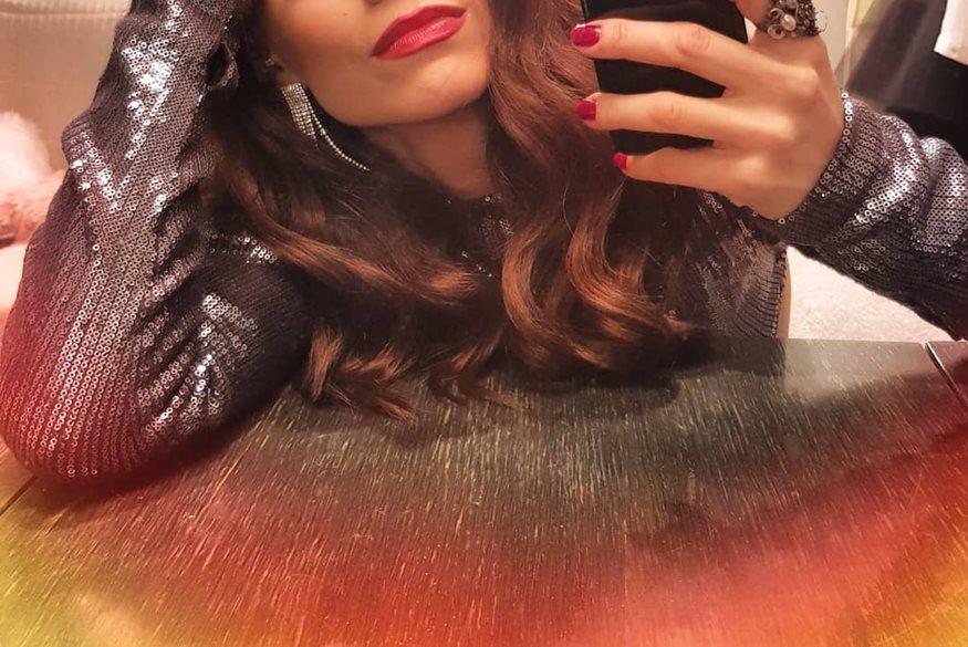 Η τραγουδίστρια της ελληνικής showbiz ξεκίνησε τις ετοιμασίες του γάμου της και το αποκάλυψε μέσω Instagram