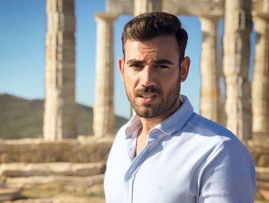 Νίκος Πολυδερόπουλος: Ποζάρει με μαγιό και εντυπωσιάζει με το καλλίγραμμο κορμί του