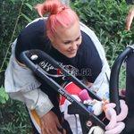 Paparazzi!Πηνελόπη Αναστασοπούλου: Βόλτα με την επτά μηνών κόρη της