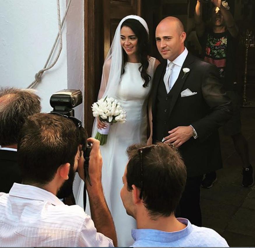 Κωνσταντίνος Μπογδάνος-Έλενα Καρβέλα: Οι πρώτες φωτογραφίες από τον εντυπωσιακό τους γάμο στη Νάξο