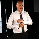 Δημήτρης Σκουλός: Το δημόσιο τρολ στη Ζενεβιέβ Μαζαρί!