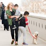 Η Φαίη Σκορδά στο λούνα παρκ με τους γιους της - Δείτε τις φωτογραφίες