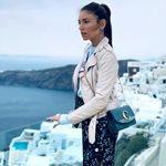 Αθηνά Οικονομάκου: Φωτογραφίζει τον σύζυγό της στην παραλία
