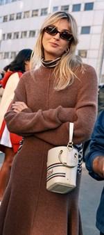 Αυτή είναι η τσάντα που κρατούν όλες οι fashionistas και θα κρατήσω και εγώ…