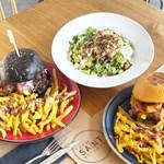 The Saint Kitchen: H νέα άφιξη στα Νότια προάστια που θα κολάσει κάθε λάτρη των burgers!