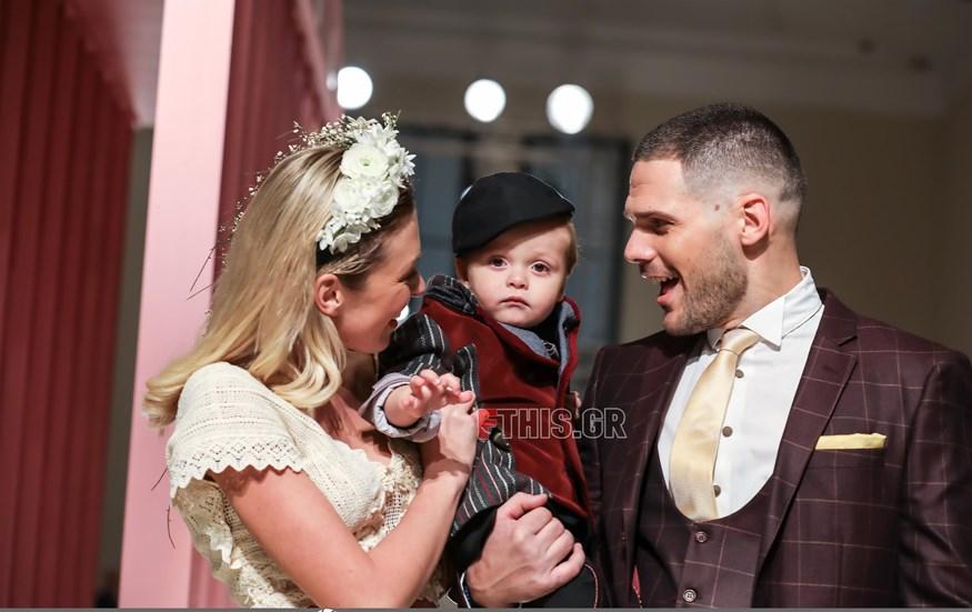 Μικαέλα Φωτιάδη: Περπάτησε στην πασαρέλα ντυμένη νύφη μαζί με τον Γιάννη Μπορμπόκη και τον γιο τους