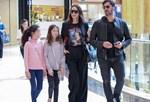 Μπέττυ Μαγγίρα – Δημήτρης Μάζης: Στο εμπορικό κέντρο με τις κόρες τους