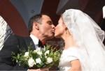 Μαρία Μενούνος & Κέβιν Αντεργκάρο: 10 + 1 φωτογραφίες από τον παραδοσιακό τους γάμο στην Αρκαδία