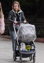 Λένα Παπαληγούρα: Δείτε την ηθοποιό σε νέα έξοδο με τον 5 μηνών γιο της