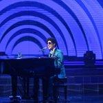 Ο Ίαν Στρατής ως Bruno Mars στον τελικό του Your Face Sounds Familiar!
