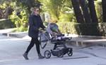 Paparazzi: Η Βίκυ Καγιά σε πρωινή έξοδο με τον ενός έτους γιο της
