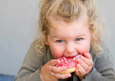 Έρευνα: Τεράστιες οι ποσότητες ζάχαρης που καταναλώνουν τα παιδιά στη Βρετανία!
