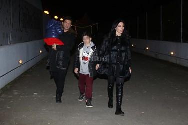 Νίκος Κουρκούλης – Κέλλυ Κελεκίδου: Σπάνια βραδινή έξοδος με τα παιδιά τους