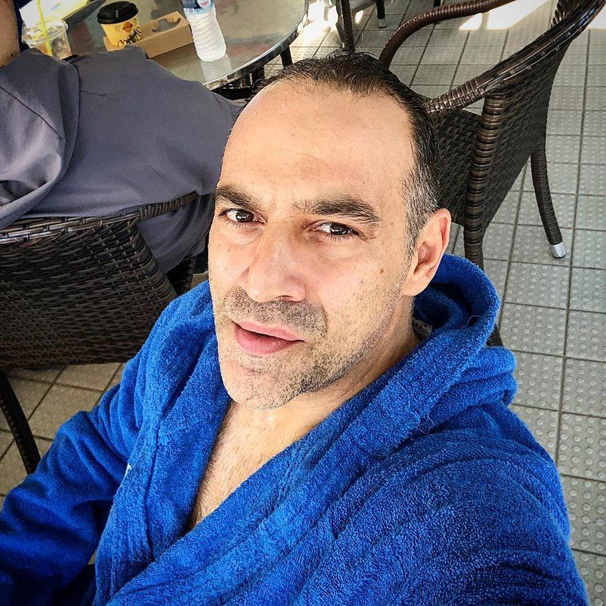 Κρατερός Κατσούλης: Στην πισίνα με τον τριών ετών γιο του