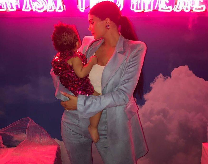 Κάιλι Τζένερ: Δείτε φωτογραφίες από το φαντασμαγορικό πάρτι γενεθλίων της ενός έτους κόρης της