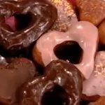 Ντόνατς σε σχήμα καρδιάς γεμιστά με σοκολάτα από το Πρωινό