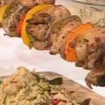 Κοντοσούβλι με βαλσάμικο, βότανα & κους κους με ψητά λαχανικά από την Αργυρώ