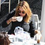 Χριστίνα Παππά: Απολαμβάνει το καφεδάκι της στον ήλιο των Σπετσών