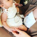 Η celebrity έντυσε τη νεογέννητη κορούλα της αγγελάκι!