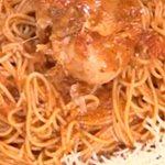 Χωριάτικη κότα αλανιάρα κοκκινιστή με μακαρόνια από την Αργυρώ