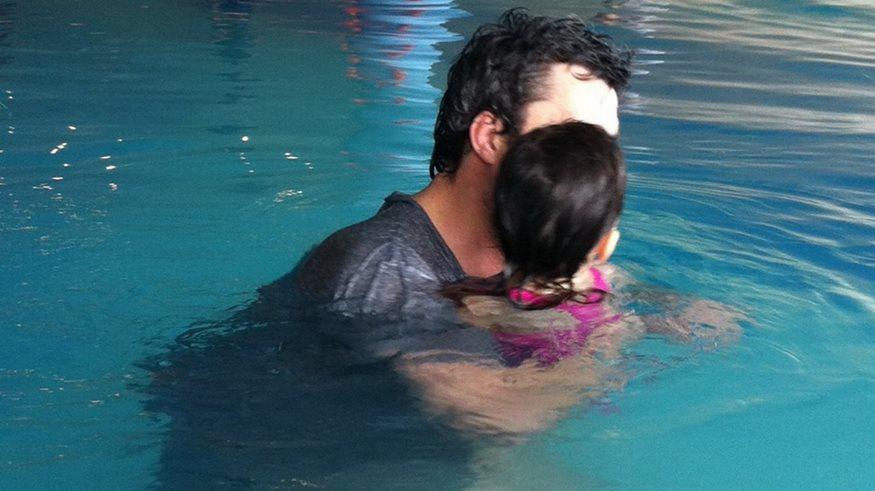 Μπάνιο στην πισίνα (Στο Olga s Blog)