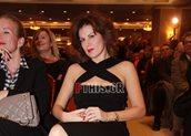 2db143a50f51 Ευγενία Μανωλίδου  Βραδινή έξοδος με μαύρο φόρεμα και μπορντό γόβες ...