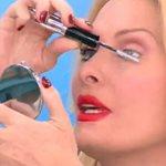 Ελένη Μενεγάκη: Ανήμερα των γενεθλίων της βγήκε με άβαφο μάτι στην εκπομπή κι έβαζε mascara on air!