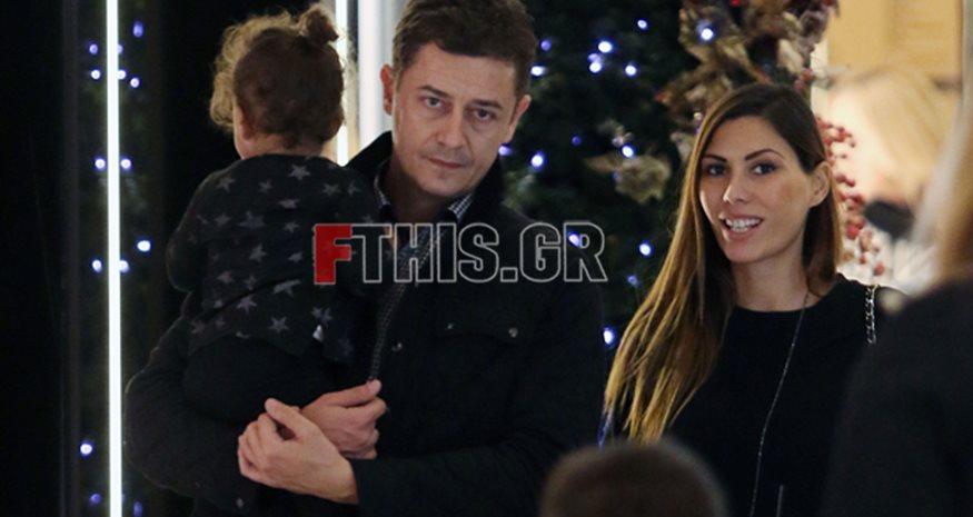 ca8ee9dff3 Αντώνης Σρόιτερ  Χριστουγεννιάτικη βόλτα για ψώνια με την οικογένειά ...