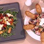 Οι δυο διασημότερες σαλάτες στον κόσμο από την Αργυρώ Μπαρμπαρίγου