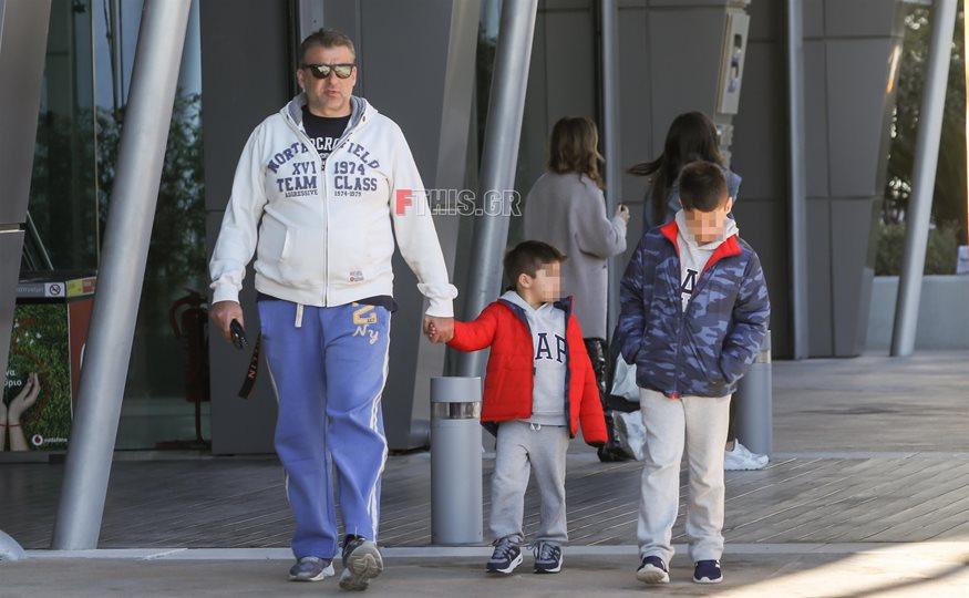 Paparazzi: Ο Γιώργος Λιάγκας σε νέα έξοδο με τους γιους του, Γιάννη και Δημήτρη!