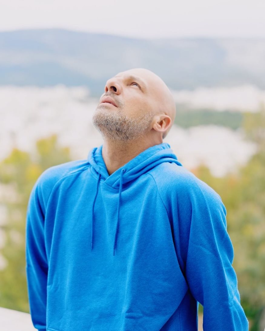 Νίκος Μουτσινάς: Το μακροσκελές κείμενο για την απώλεια της μητέρας του