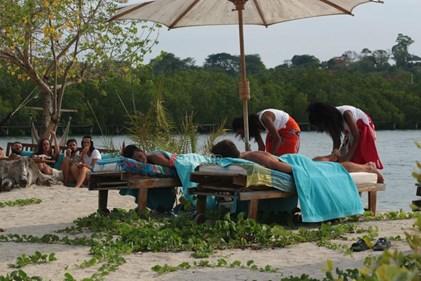 <span class=exclusivetitle3>Nomads Μαδαγασκάρη: Αποκλειστικές εικόνες από το έπαθλο-μασάζ των παικτών!</span>