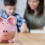 4 ευχάριστες δραστηριότητες για να διδάξετε στο παιδί σας να διαχειρίζεται τα χρήματα