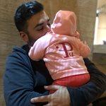 Τριαντάφυλλος Παντελίδης: Η τρυφερή ανάρτηση με την 6 μηνών κορούλα του να παρακολουθεί βίντεο με τον Παντελή Παντελίδη