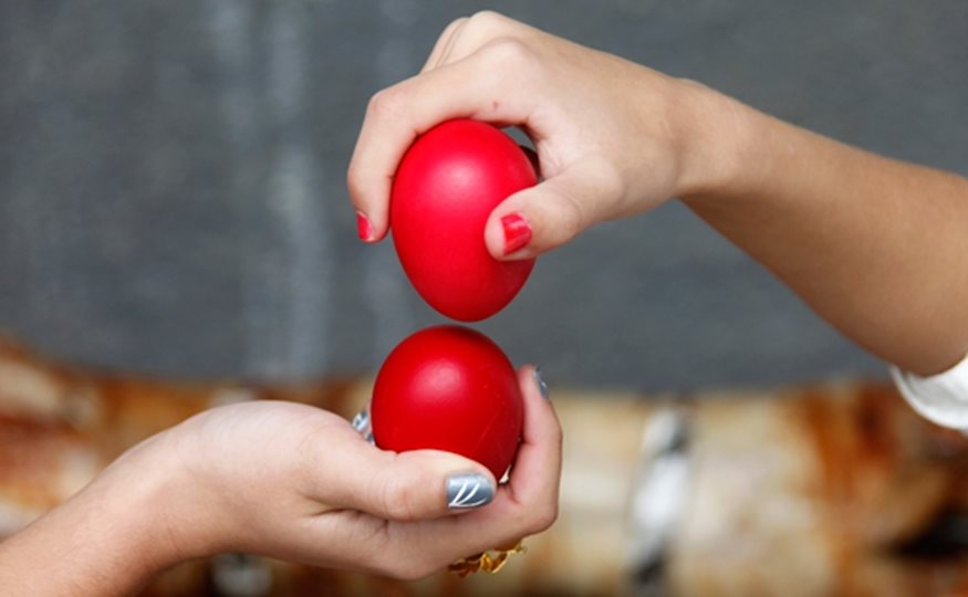 Κυριακή του Πάσχα: Τι γιορτάζουμε και γιατί σουβλίζουμε αρνί