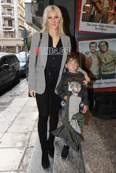 Η Όλγα Πηλιάκη σε δημόσια έξοδο με τον Μανώλη Χανταμπάκη: Πού βρέθηκαν μητέρα και γιος;