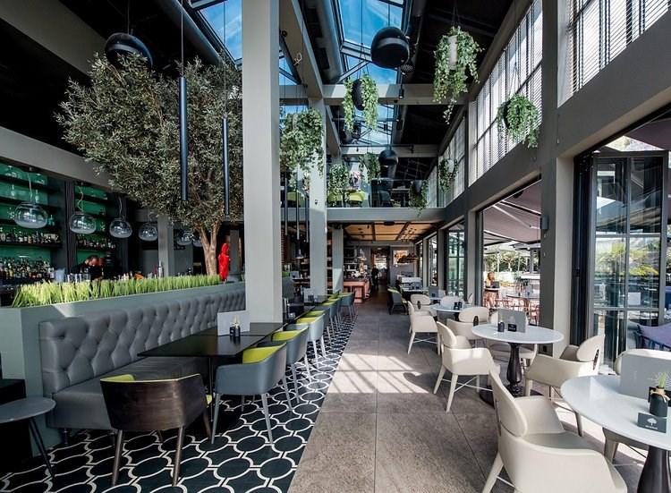 BLENDS: Το απόλυτο all day café bar restaurant της Γλυφάδας