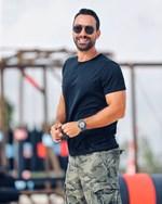 Σάκης Τανιμανίδης: Ποζάρει με το μαγιό του και μας δείχνει τους κοιλιακούς του