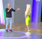 Νίκος Μουτσινάς: Δεν φαντάζεστε ποια ξανθιά καλλονή εισέβαλε στο πλατό της εκπομπής του