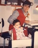 Δεν φαντάζεστε ποια γνωστή Ελληνίδα είναι το κοριτσάκι της φωτογραφίας μαζί με τον μπαμπά της!
