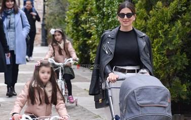 Σταματίνα Τσιμτσιλή: Στην Κηφισιά μαζί με τις κόρες της και τον γιο της