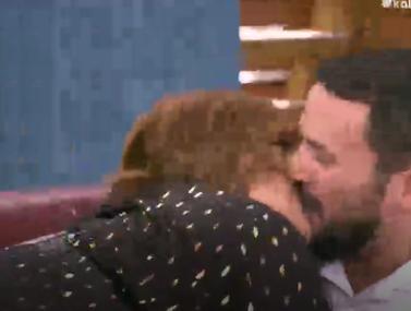 Βίκυ Σταυροπούλου: Φίλησε on-air τον Κώστα Τσουρό στο στόμα