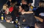 Πάνος Βλάχος – Ιωάννα Τριανταφυλλίδου: Παθιασμένα φιλιά μπροστά στο φακό