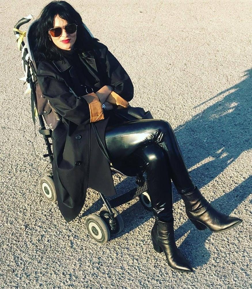 Η Ζενεβιέβ Μαζαρί φωτογραφίζει την κόρη της σε ρόλο μοντέλου!