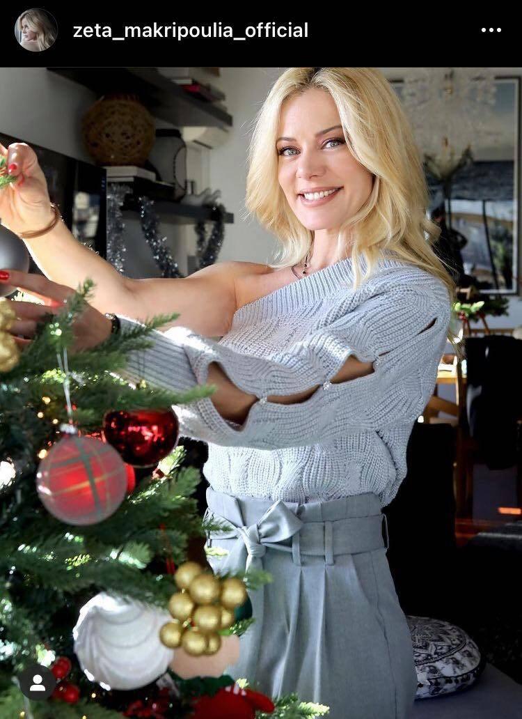 Ζέτα Μακρυπούλια: Δείτε την παρουσιάστρια να στολίζει το χριστουγεννιάτικο δέντρο της