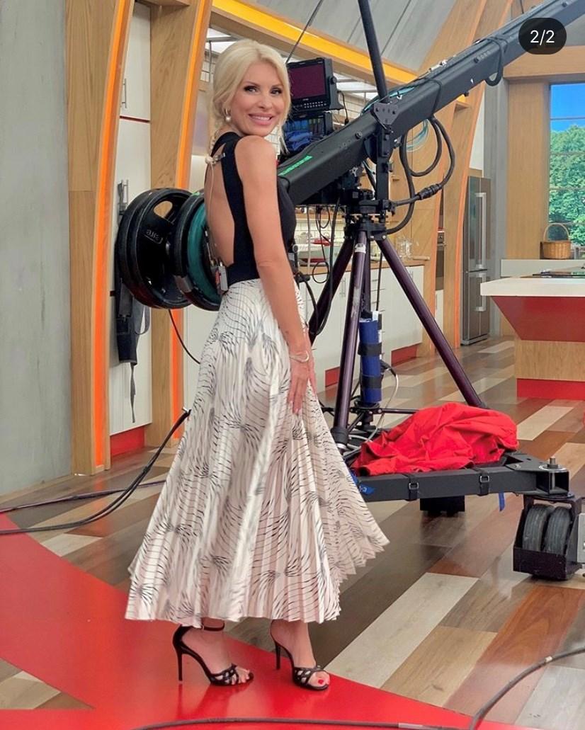 η Ελένη Μενεγάκη με φόρεμα