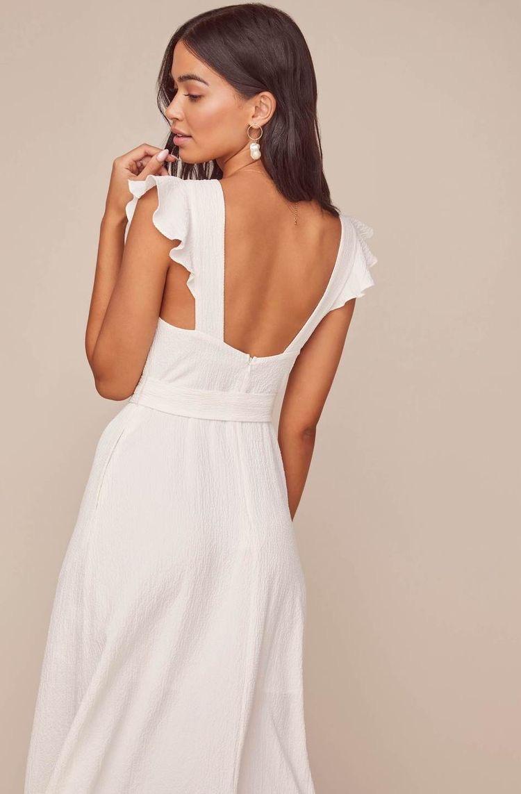 μοντέλο με φορεμα με φραμπαλάδες